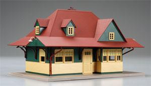 Pass Station Built-Up Red/Green/Tan -- O Scale Model Railroad Building -- #66901